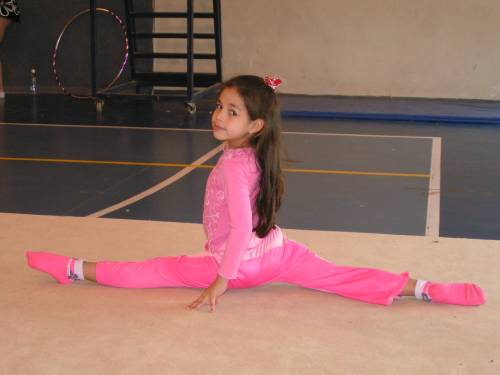 Юная гимнастка Шелли.